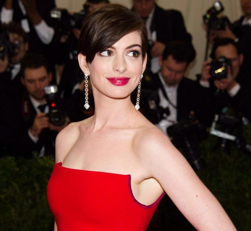 Qué Maquillaje Se Adapta A Un Vestido Rojo Para Morenas