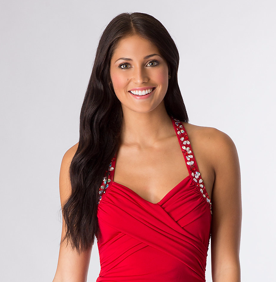 543aa6c7da676 Ve hangi makyaj kırmızı elbiseyle esmere yakışır? Bir kıyafeti ile bir düet  içinde Brunettes mükemmel gözlere odaklanın. Gündüz seçeneği, narin ve  pembemsi ...